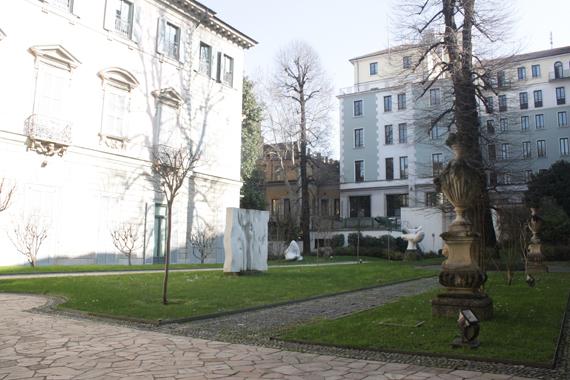 Jardins d'Alessandro, la diversification des espaces par l'utilisation de différents revêtements de sol.