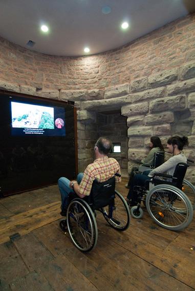 Emplacements destinés aux personne en fauteuil.