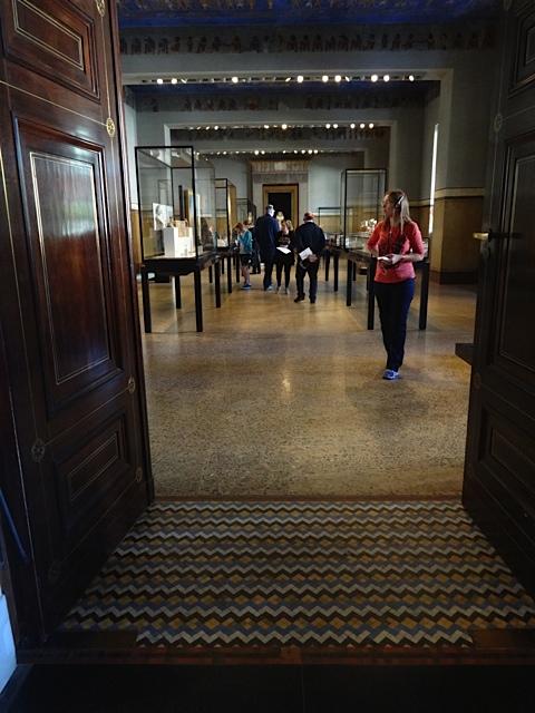 Rampes d'accès entre les salles