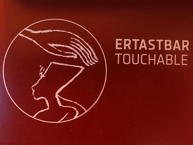 """Etiquette """"pour toucher"""""""