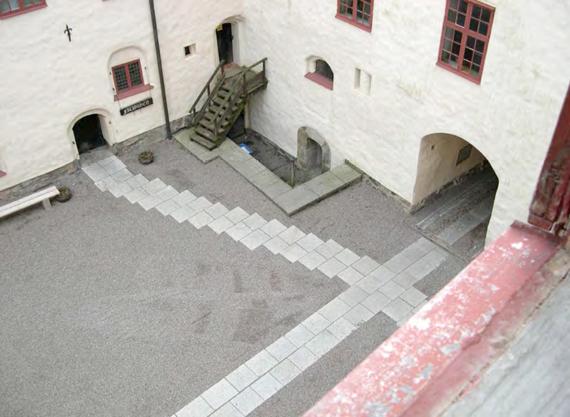 Dallage temporaire installé en 2003 accessible aux visiteurs en fauteuil
