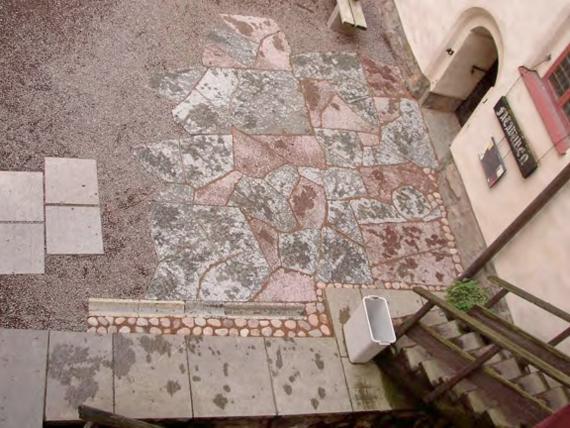 Zone test du dallage de pierres en grès proposé (hiver 2005).