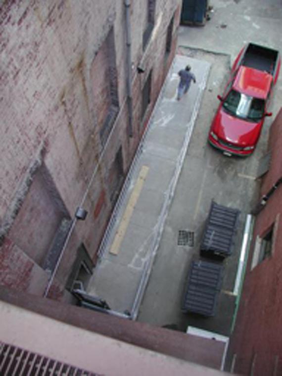 Entrée secondaire par une rampe
