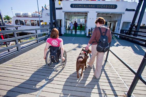 Accessibilité aux personnes en fauteuil des passerelles d'accès au ferry