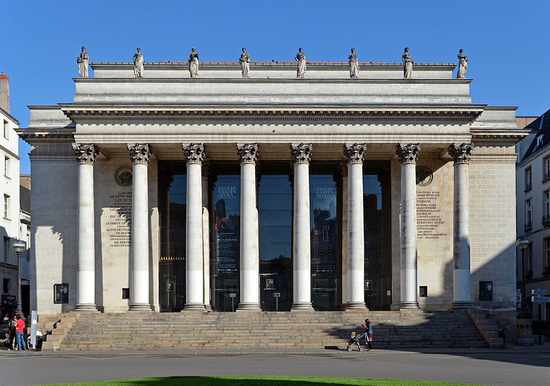 Le théâtre Graslin et sa façade octostyle