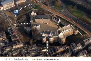 Vue aérienne du château et des différents accès