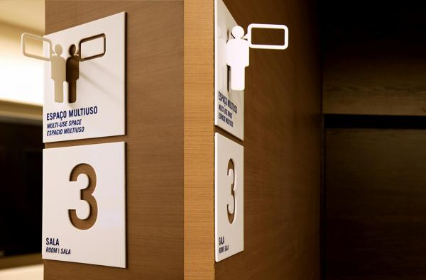 Signalétique de la Fundacao Dom Cabral par greco design