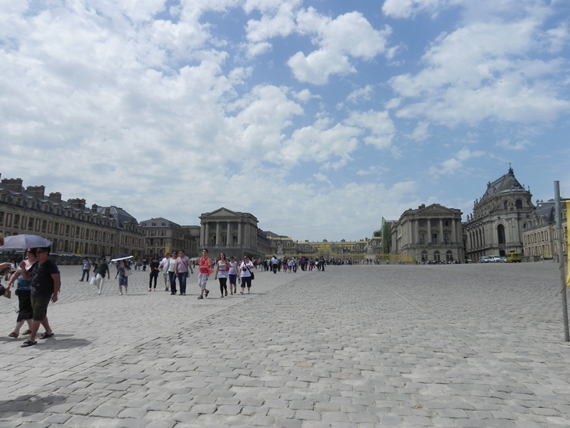 Vue des abords du château de Versailles