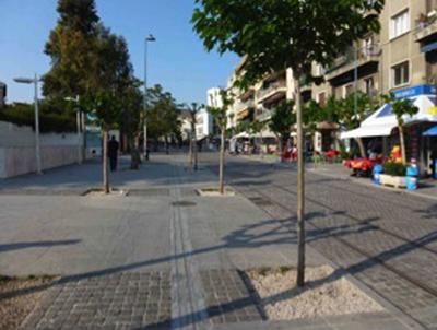 Cheminement tactile en marbre sur Dionysiou Areopagitou Street. Crédit : Papamichail