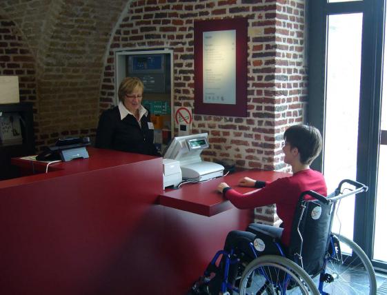 Banque d'accueil et dispositif pour les personnes malentendantes