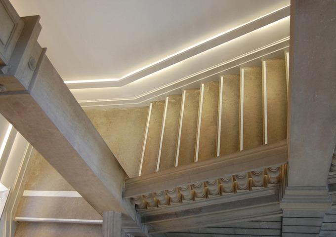 Conception lumineuse du grand escalier