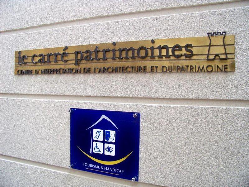 Installation d'un panneau sur site - Crédit photographique : CIAP de Trévoux.