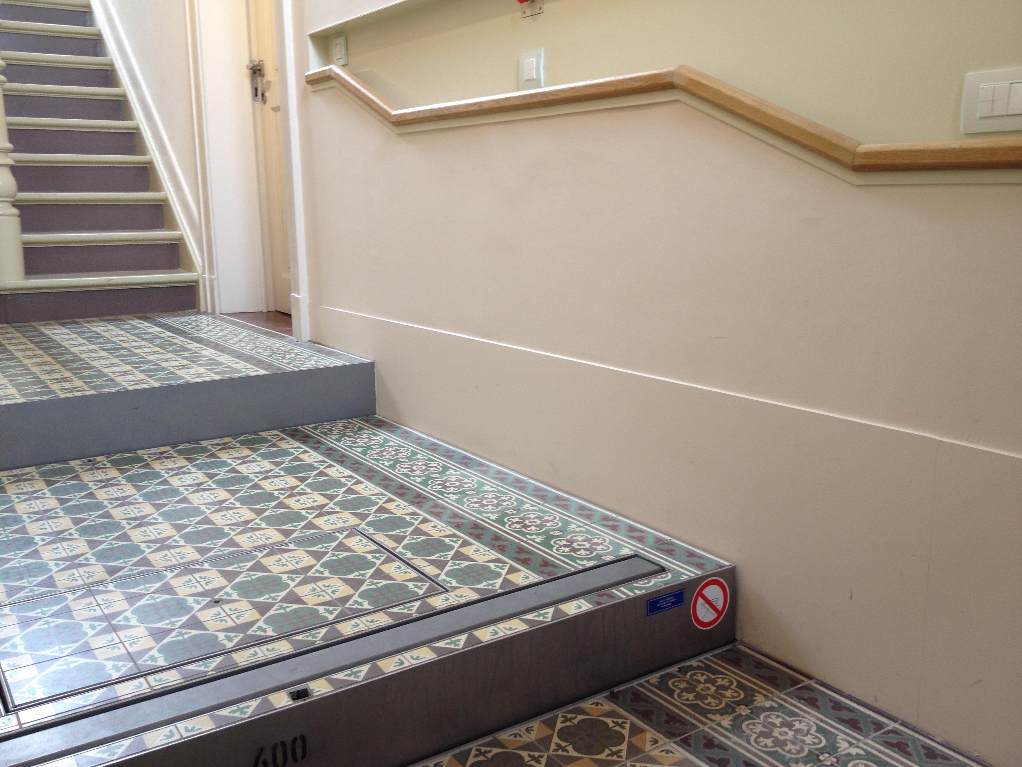 04. Platform lift in step-position