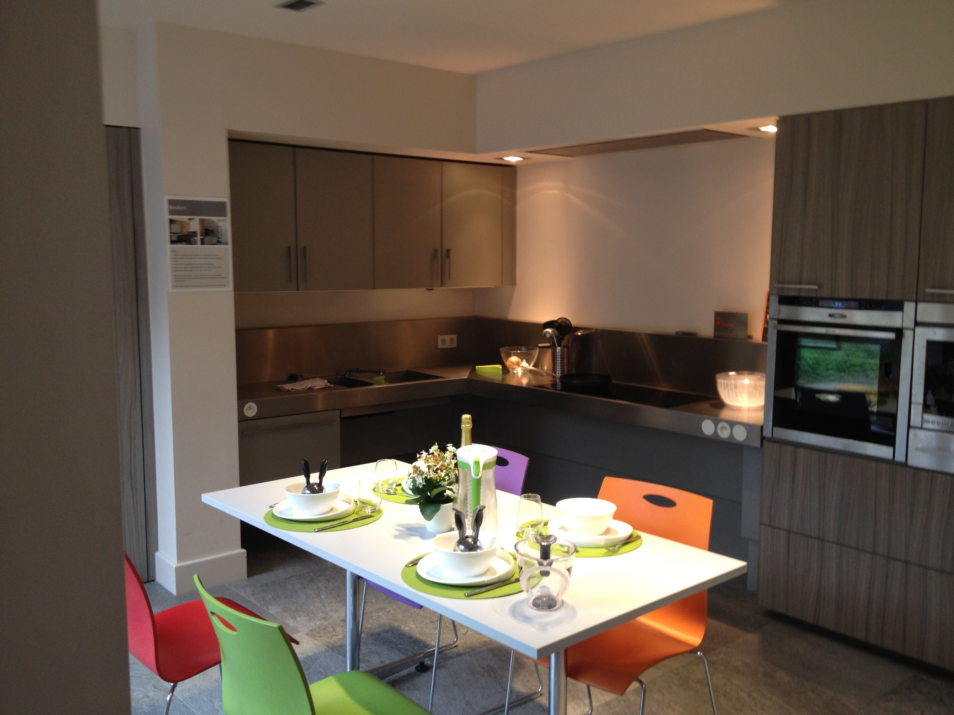 09. Accessible and adjustable kitchen. Ground floor