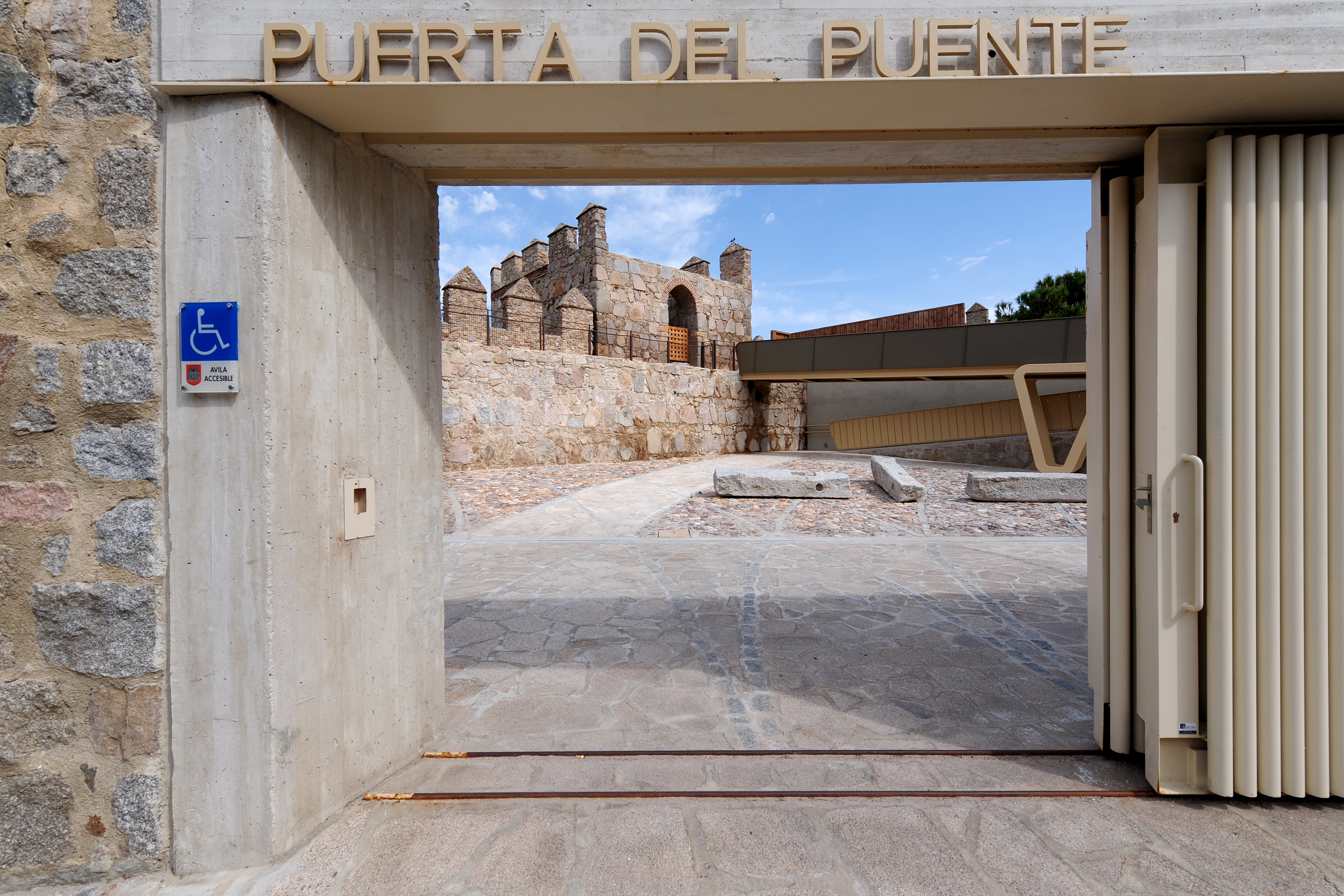 The new access to the wall at the Puerta del Puente