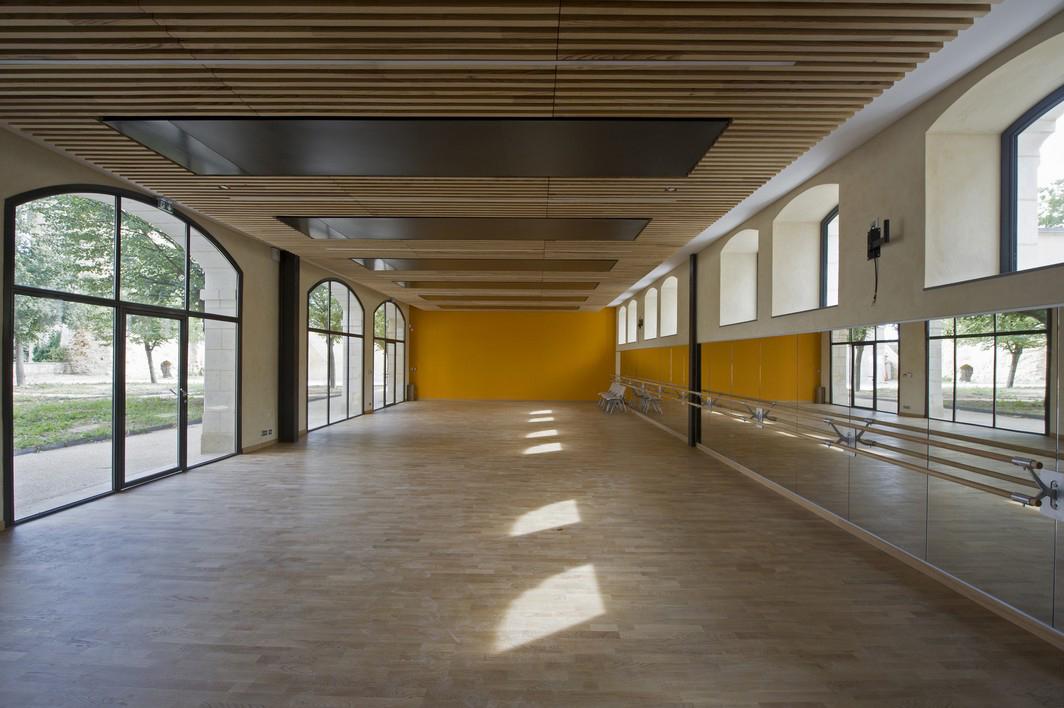 Studio de danse ouvert sur le jardin. Crédit photographique : Antoine Guilhem Ducleon