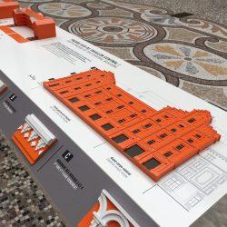 Maquette visou-tactile de l'une des façades du Familistère de Guise