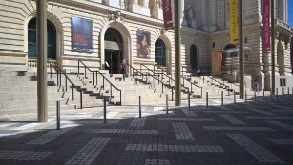 Façade principale sur le parvis de la rue Clémenceau. Crédit photographique : Clémentine Laurent-Polz