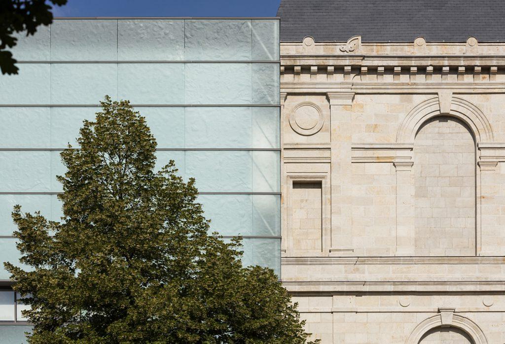 Le dialogue des deux bâtiments dans des matériaux différents. Crédit photographique : Beaudouin-Husson