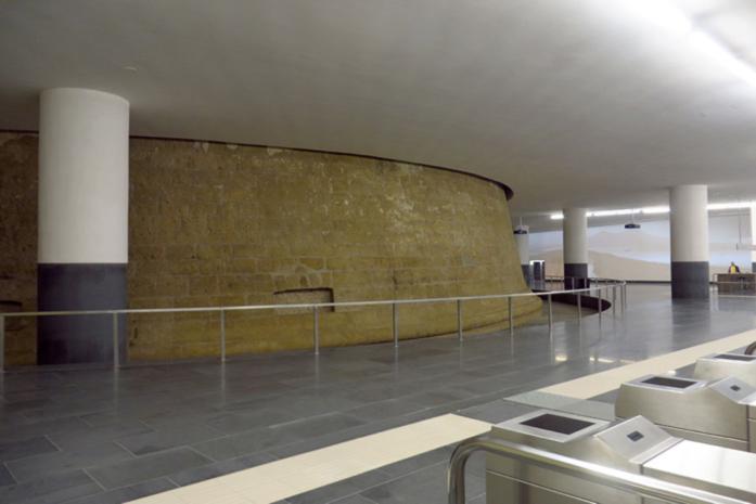 Station du Municipio : ancienne tour de l'Incoronata (XVIe siècle)