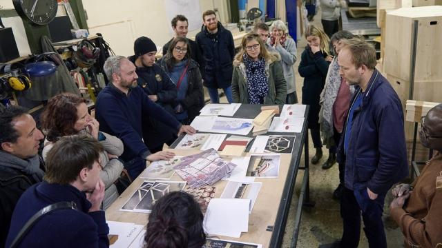 Temps de concertation avec les usagers sur le projet du hall. Crédit photographique : Thomas Tardivo.